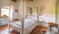 Camera romantica con letto a baldacchino, Valle Rosa a Spoleto